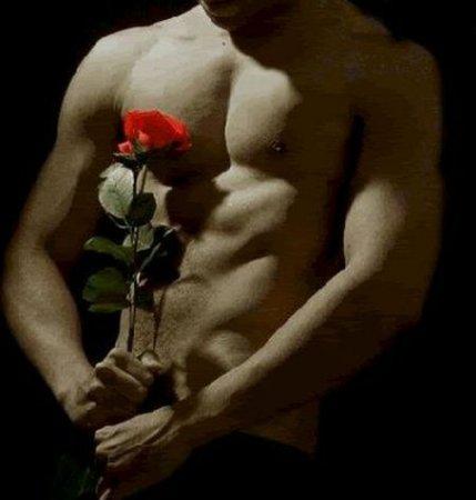 Фото мужик голый с цветами